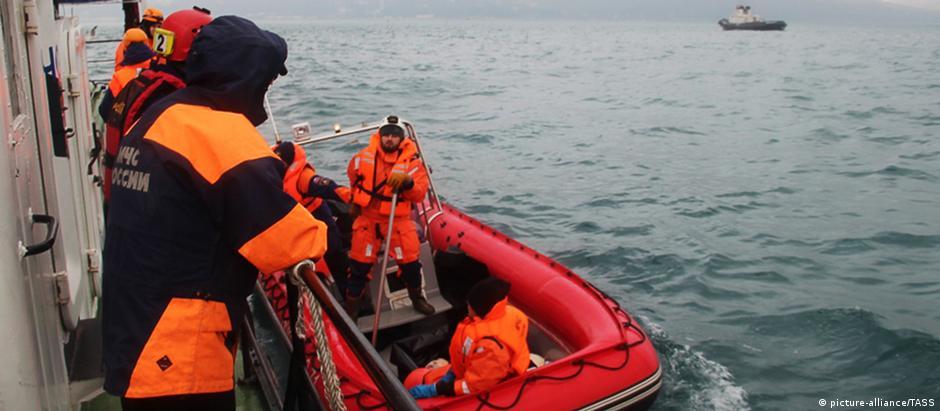Cerca de 3,5 mil pessoas trabalham nas buscas por avião que caiu