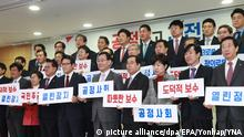 epa05689010 Members of the ruling Saenuri Party hold a press conference to formally announce that they are leaving the party in Seoul, South Korea, 27 December 2016. A total of 29 legislators quit the Saenuri party after a lengthy confrontation with other party members loyal to South Korean President Park Geun-hye. The leaving members are forming the tentatively named 'New Conservative Party for Reform.' EPA/YONHAP SOUTH KOREA OUT +++(c) dpa - Bildfunk+++ |