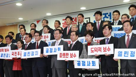 Südkorea 29 Abgeordnete verlassen Saenuri Partei (picture alliance/dpa/EPA/Yonhap/YNA)