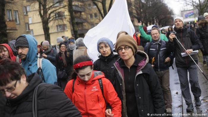 Berlin Civil March Friedensmarsch von Berlin nach Aleppo (picture-alliance/AP Photo/M. Schreiber)