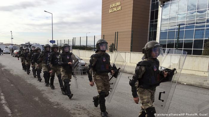 Türkei Gefängnis Silivri (picture-alliance/AP Photo/M. Guzel)
