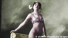 Mata Hari als Nackttänzerin