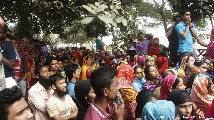 Bangladesh   Textilarbeiter protestieren für Mindestlohn (picture-alliance/Pacific Press/ Md. M. Hasan)