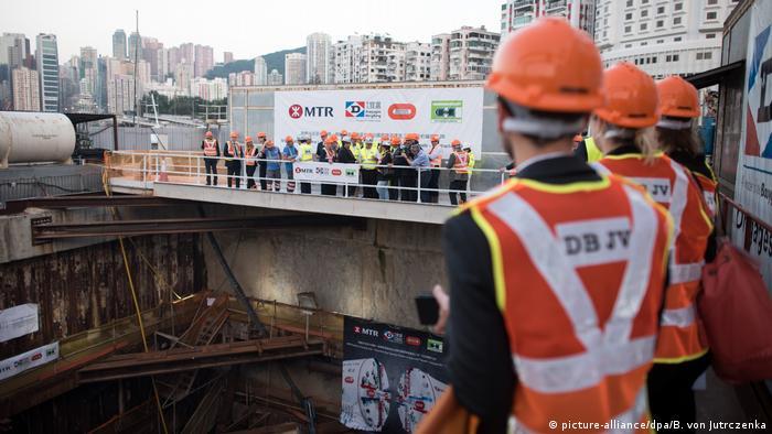 Hongkong Bundeswirtschaftsminister Sigmar Gabriel in der Tunnel-Baustelle der deutschen Firma Herrenknecht