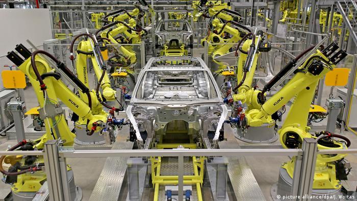 Автоматизированный конвейер на заводе Porsche в Лейпциге.