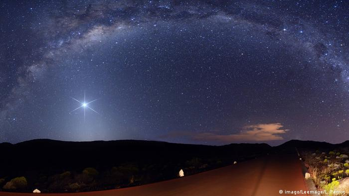 The Milky Way and Venus (imago/Leemage/L. Perrot )