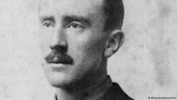 Portätfoto des jungen J R R Tolkien von 1916 (Wikipedia/Gemeinfrei)