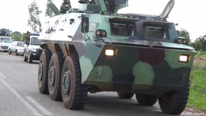 Escolta militar na EN7, centro de Moçambique