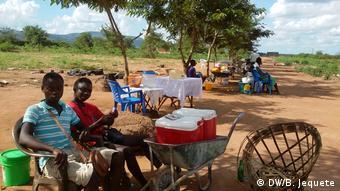 Mosambik   Markt in Vanduzi im Zentrum Mosambiks kurz vor Waffenruhe zwischen Regierung und Oppositionspartei RENAMO