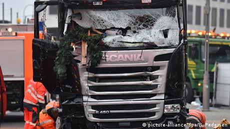 Deustchland | Anschlag mit LKW auf Weihnachtsmarkt in Berlin (picture-alliance/dpa/B. Pedersen)