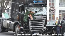 20.12.2016+++Berlin, Deutschland Berlin Terror Anschlag Breitscheidplatz - LKW ist von der Polizei sichergestellt und wird zur Spurensicherung abgeschleppt 20.12.16 | Verwendung weltweit