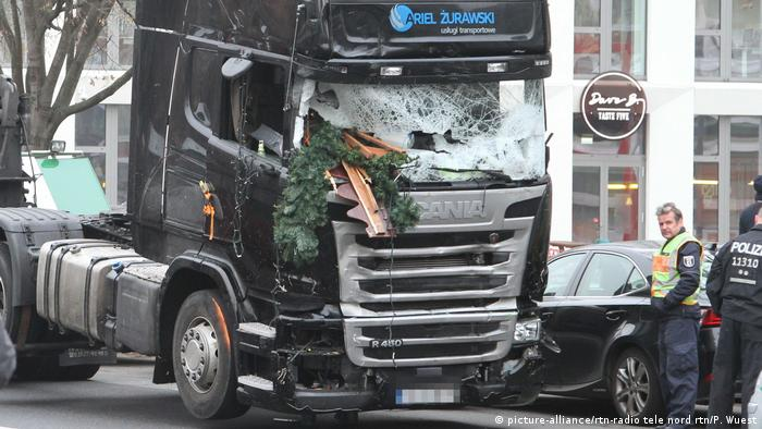 The truck used in the Berlin truck attack of December 2016 (picture-alliance/rtn-radio tele nord rtn/P. Wuest)