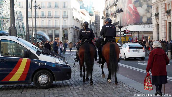 Spanien Polizei auf dem Puerta del sol in Madrid