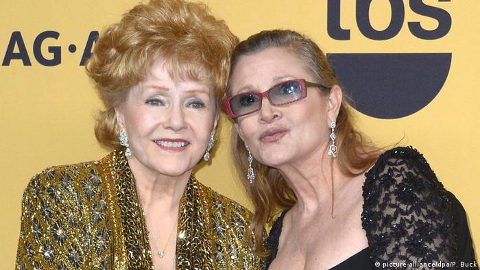 USA Debbie Reynolds und Tochter Carrie Fisher in Los Angeles (picture-alliance/dpa/P. Buck)