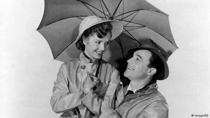 Debbie Reynolds und Gene Kelly im Film Singing In The Rain (imago/AD)