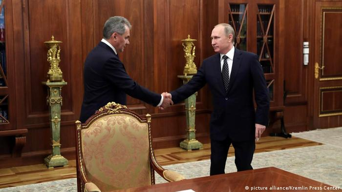 Wladimir Putin und Sergey Shoygu (picture alliance/Kremlin Press Center)