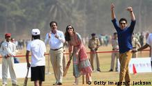 10.04.2016 ++++ MUMBAI, INDIA - APRIL 10: Sachin Tendulkar cheers as Catherine, Duchess of Cambridge plays cricket during a visit to meet children from Magic Bus, Childline and Doorstep, three non-governmental organizations, at Mumbai's iconic recreation ground, the Oval Maidan, during the royal visit to India and Bhutan on April 10, 2016 in Mumbai, India. (Photo by Chris Jackson/Getty Images)