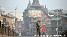 05.12.2016 +++ An Indian paramilitary trooper stands guard during restrictions in the Lal Chowk area of central Srinagar on December 5, 2016. More than 90 civilians have been killed and thousands injured during the latest protests against Indian rule, sparked by the killing on July 8 of a popular rebel leader of Hizbul Mujahideen during a gunfight with Indian soldiers. Kashmir has been divided between India and Pakistan since their independence from British rule in 1947, and both claim the territory. / AFP / TAUSEEF MUSTAFA (Photo credit should read TAUSEEF MUSTAFA/AFP/Getty Images)