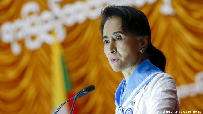 Myanmar - Staatssekretärin und Aussenministerin Aung San Suu Kyi hält rede (picture-alliance /dpa/L. Bo Bo)