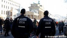 Deutschland Berlin - Polizei am Brandenburger Tor