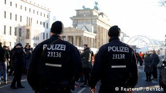 Полицейские у Бранденбургских ворот