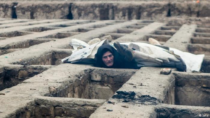 Bildergalerie   Galerie Woche   Obdachlose übernachten in Gräbern (Isna)