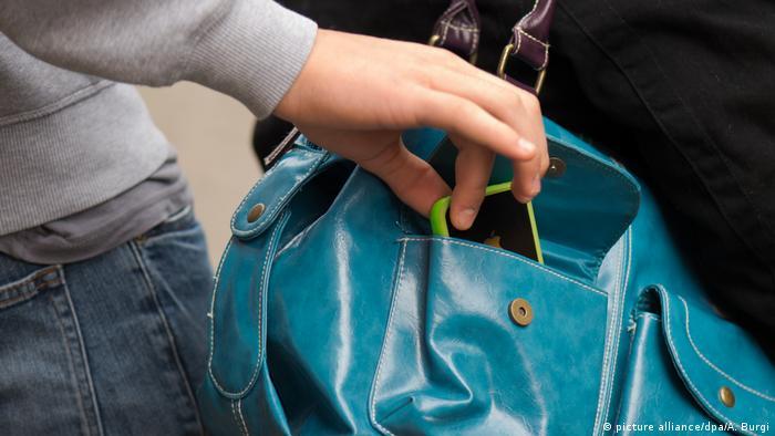 Symbolbild Taschendiebstahl