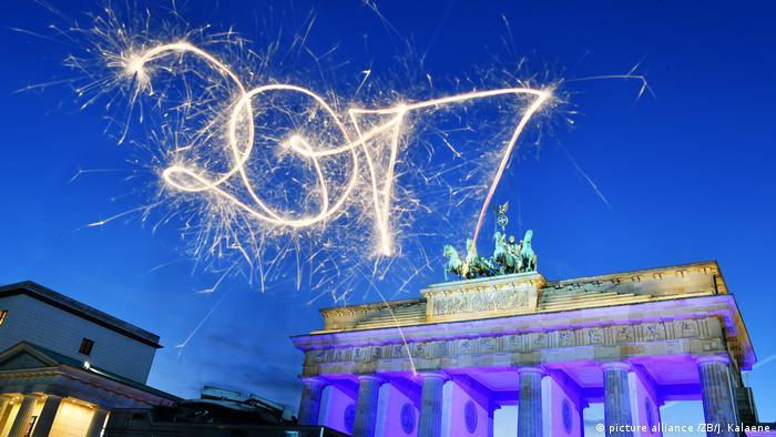 Deutschland Jahreswechsel 2017 in Berlin (picture alliance /ZB/J. Kalaene)