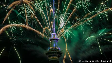 Neuseeland Jahreswechsel Feuerwerk SkyTower (Getty Images/D. Rowland)