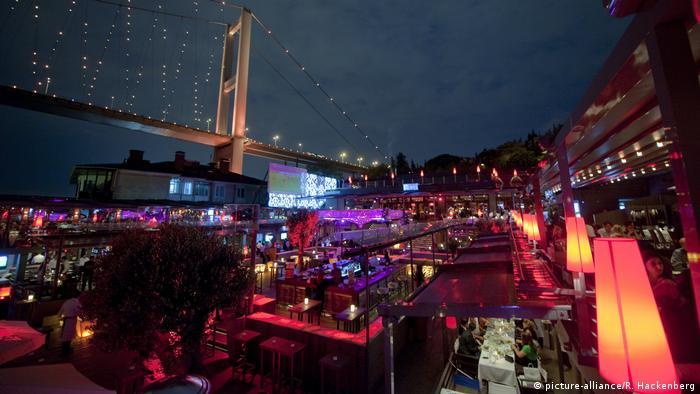 Türkei Istanbul - Nachtclub Reina (picture-alliance/R. Hackenberg)