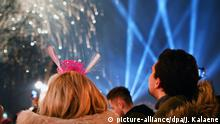 Deutschland Berlin - Silvester 2017 (picture-alliance/dpa/J. Kalaene)