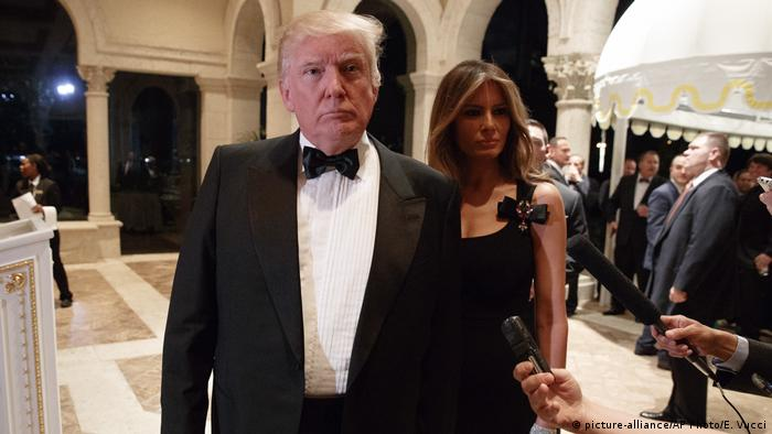 USA Palm Beach - Neujahrsparty mit Donald Trump, Melania Trump (picture-alliance/AP Photo/E. Vucci)