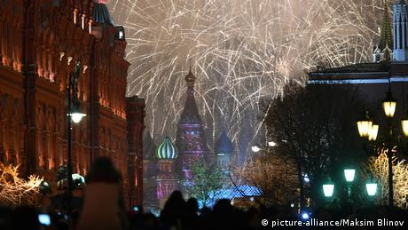 Russland Moskau Silvester (picture-alliance/Maksim Blinov)