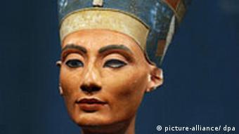 Popiersie królowej Nefretete pochodzi z XIV w. p.n.e.