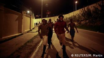 Grenzübergang Spanien Marocco afrikanische Migranten überqueren die Grenze in Ceuta