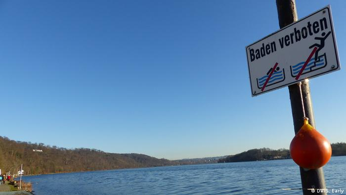 A no swimming sign at the Baldeneysee on the Rhur river, where a public bathing platform is set to open in May to enable the first swimming in the Rhur in generations (DW/S. Early)