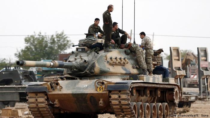 Turkish soldiers on a tank on the Syrian border