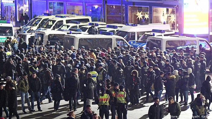 Deutschland Köln Silvesternacht - Personenkontrollen am HBF