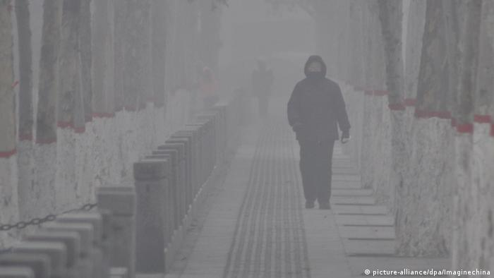 China Smog in Baoding (picture-alliance/dpa/Imaginechina)