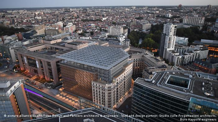 Das neue Gebäude des Ministerrats in Brüssel (picture-alliance/dpa/Philippe Samyn and Partners architects & engineers - lead and design partner, Studio Valle Progettazioni architects, Buro Happold engineers)