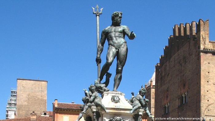 Neptune statue in Bologna (picture-alliance/chromorange/A. Forkel)