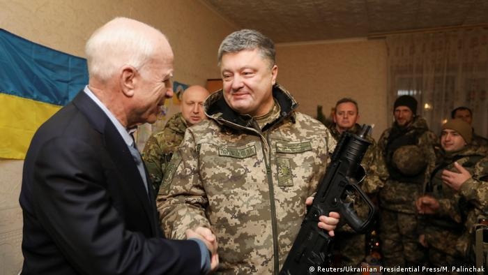 Ukraine Präsident Poroschenko US Senator McCain