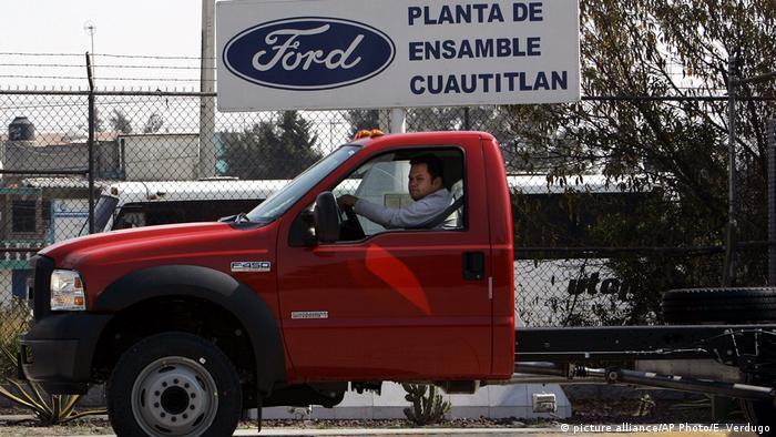 Вывеска Ford в Мексике