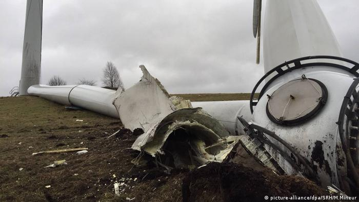 A picture showing a wind turbine that collapsed in Neu Wulmstorf, Germany