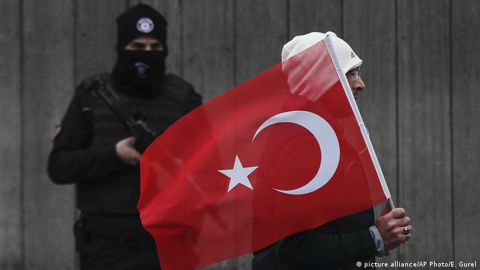 Türkei - Sicherheit - Ausnahmezustand (picture alliance/AP Photo/E. Gurel )