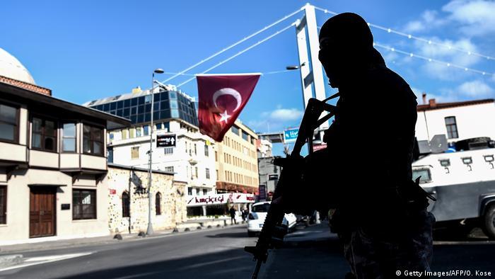 Türkei Istanbul Nachtclub Reina Polizei (Getty Images/AFP/O. Kose)