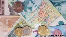 Symbolbild Dinar Euro. Die serbische Währung Dinar (RSD) und Euro (EUR).