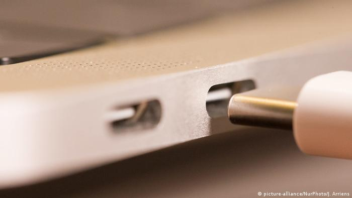 USB-C-Anschluss (picture-alliance/NurPhoto/J. Arriens)