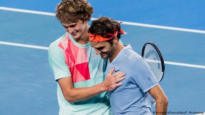 Australien Perth Tennis Alexander Zverev besiegt Roger Federer (picture-alliance/dpa/T. Mcdonoug)