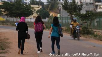 Indien Bangalore nach Silvester mit sexuellen Belästigungen (picture-alliance/AP Photo/A. Rahj)